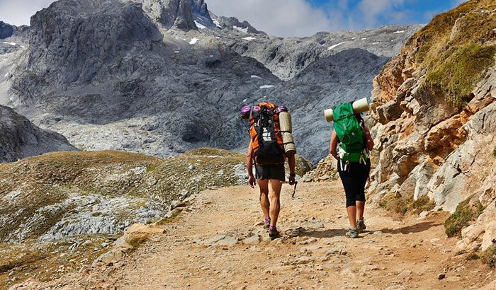 how to become a hiking guide